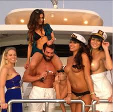 "premium selection 8f44c e56c1 Dan Bilzerian arriva in Italia: ""Se siete ragazze 'hot ..."